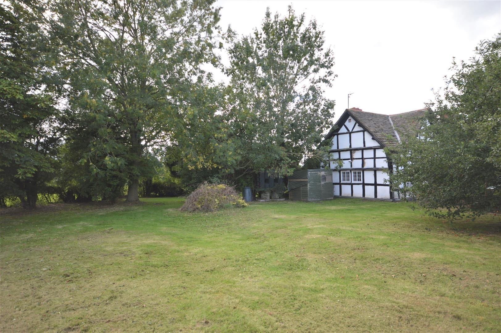 3 bed cottage for sale in Pembridge 16