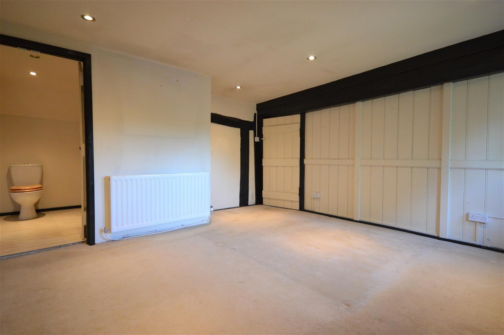 3 bed cottage for sale in Pembridge 6