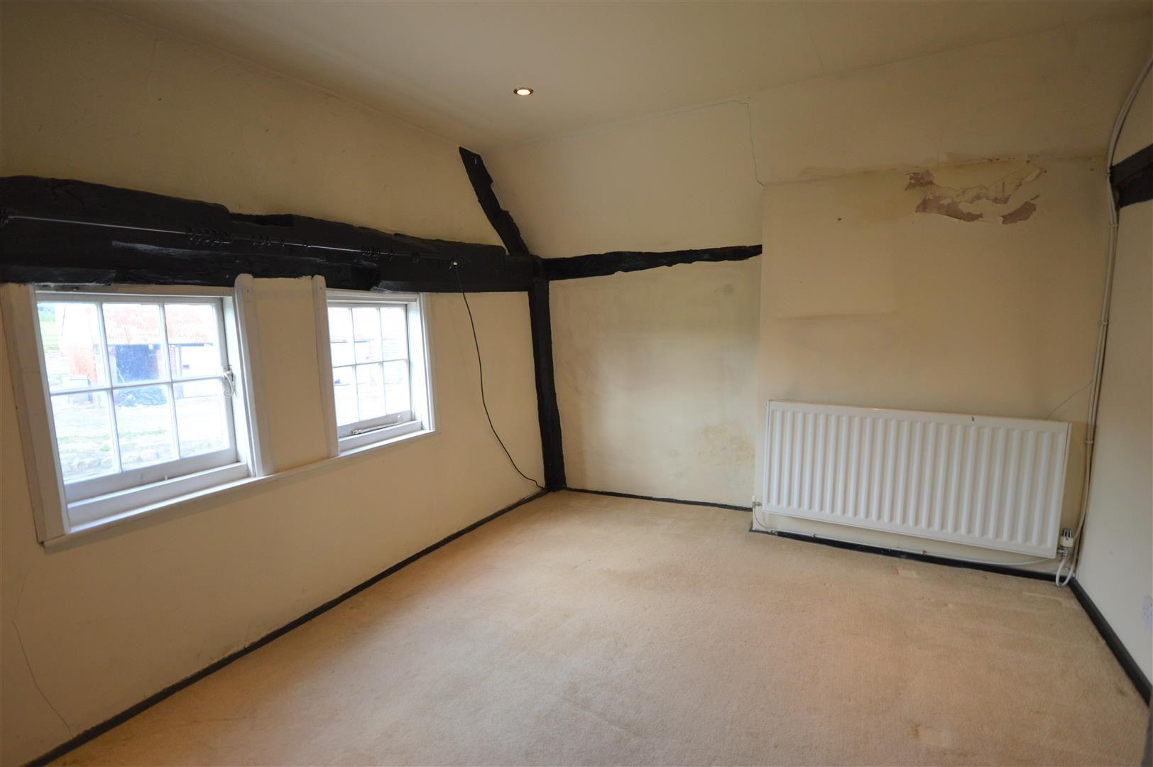 3 bed cottage for sale in Pembridge 9