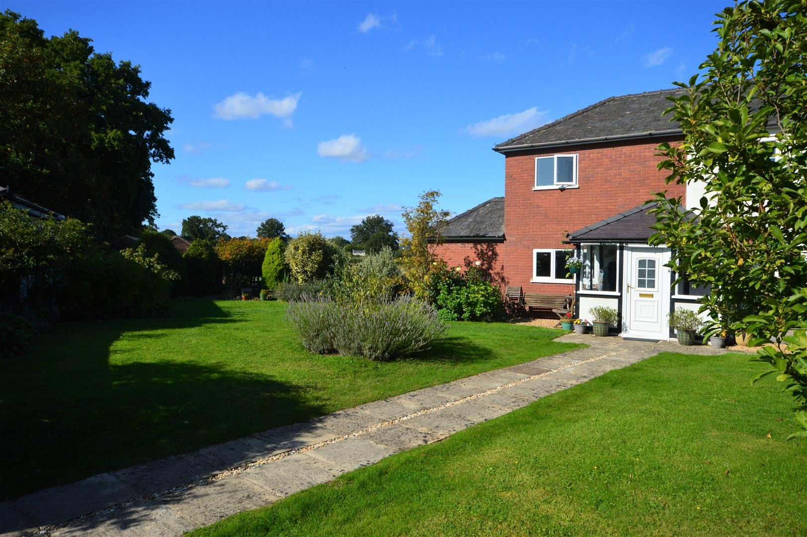 4 bed detached for sale in Shirlheath 15