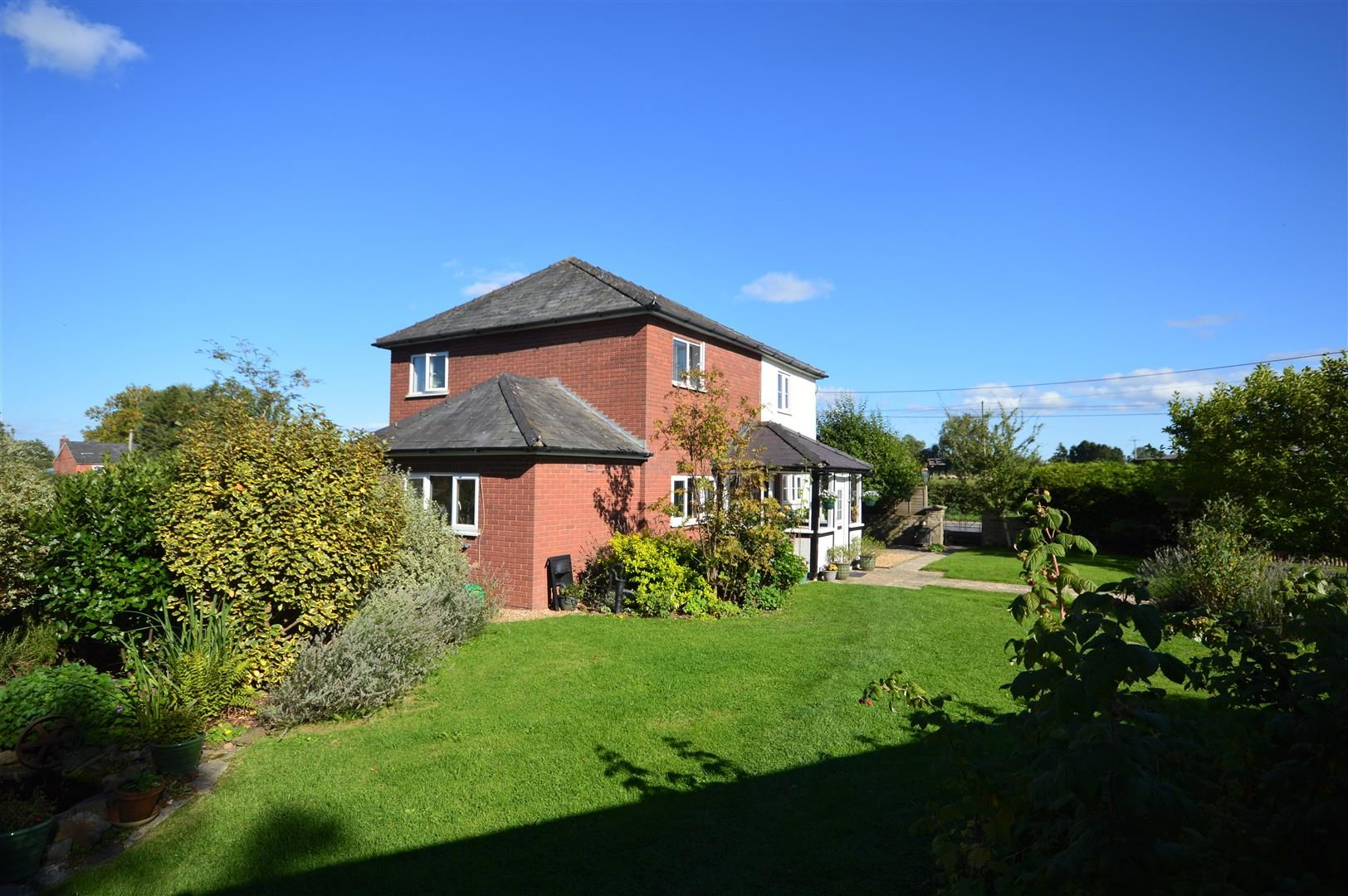 4 bed detached for sale in Shirlheath 16