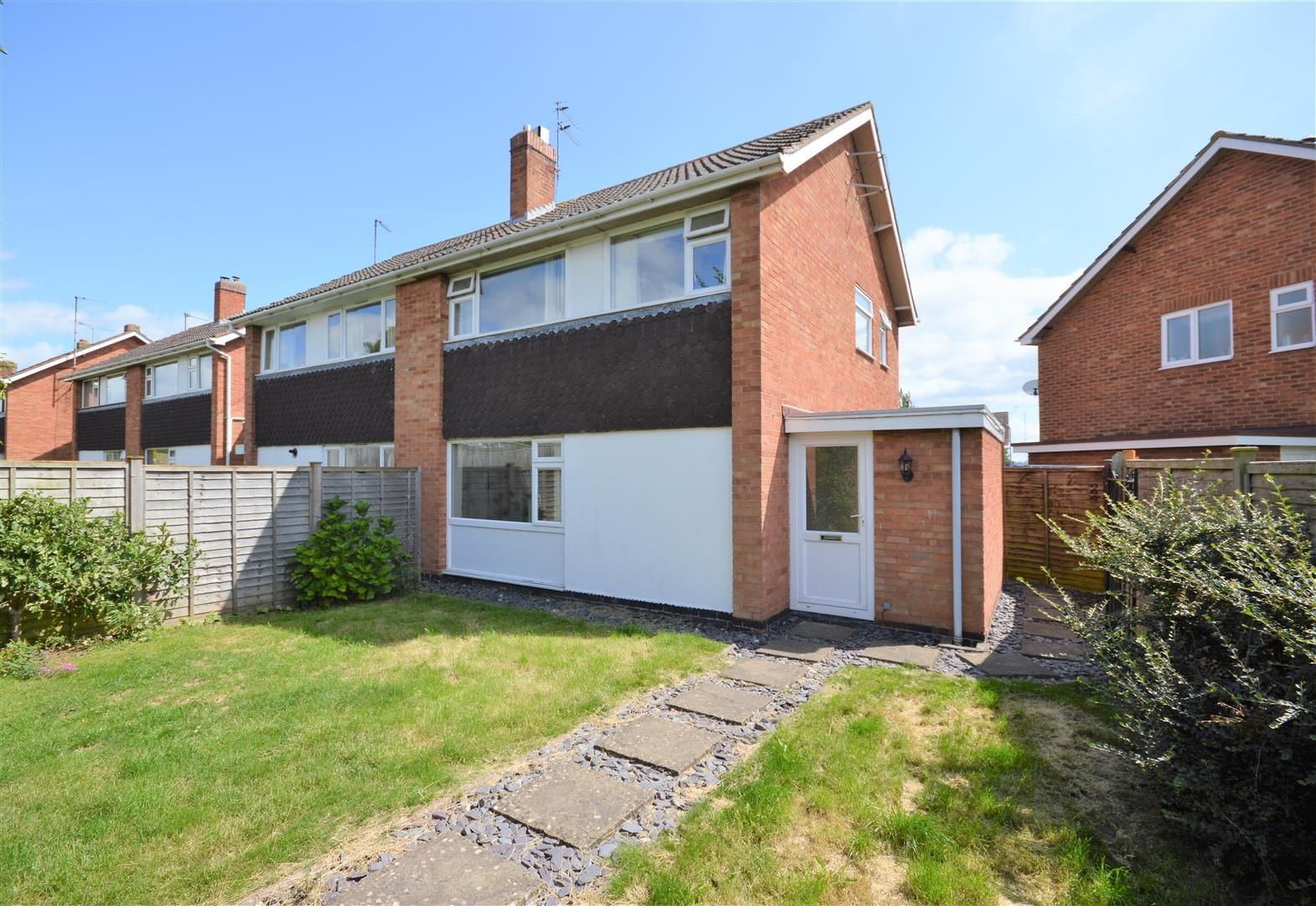 3 bed semi-detached to rent, HR4