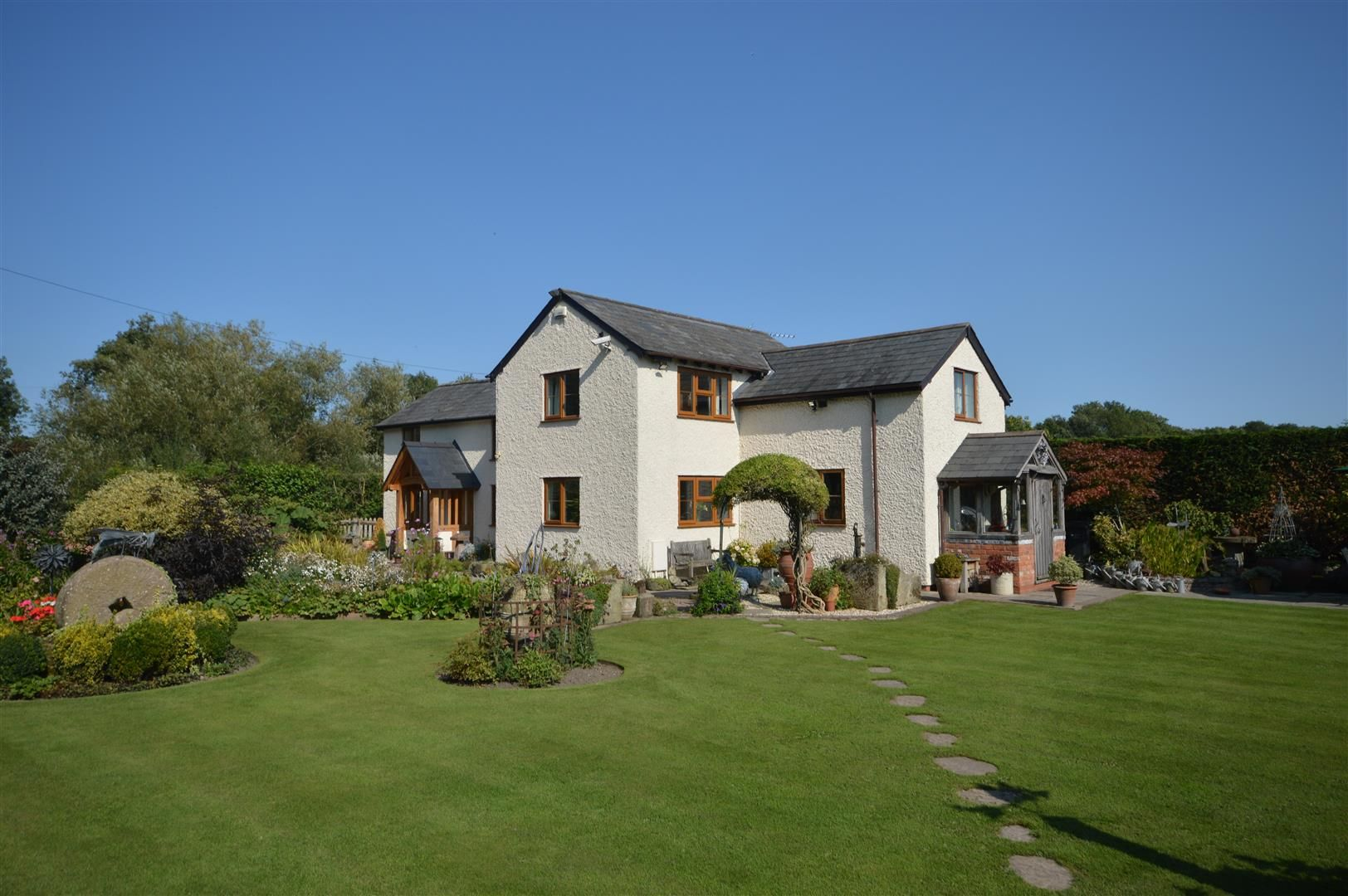 3 bed country house for sale in Kingsland, HR6