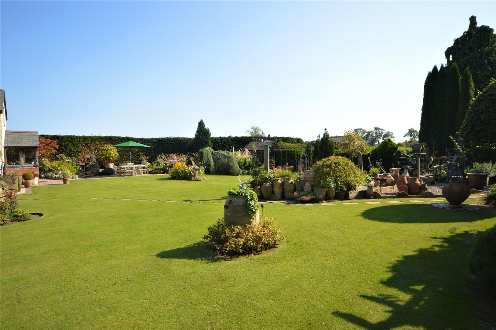 3 bed country house for sale in Kingsland 2