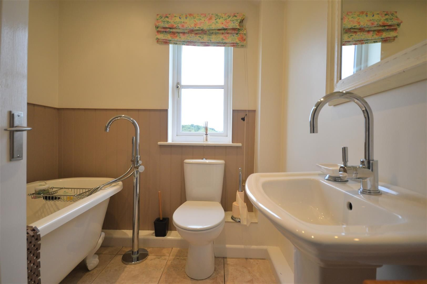 3 bed country house for sale in Kingsland 15