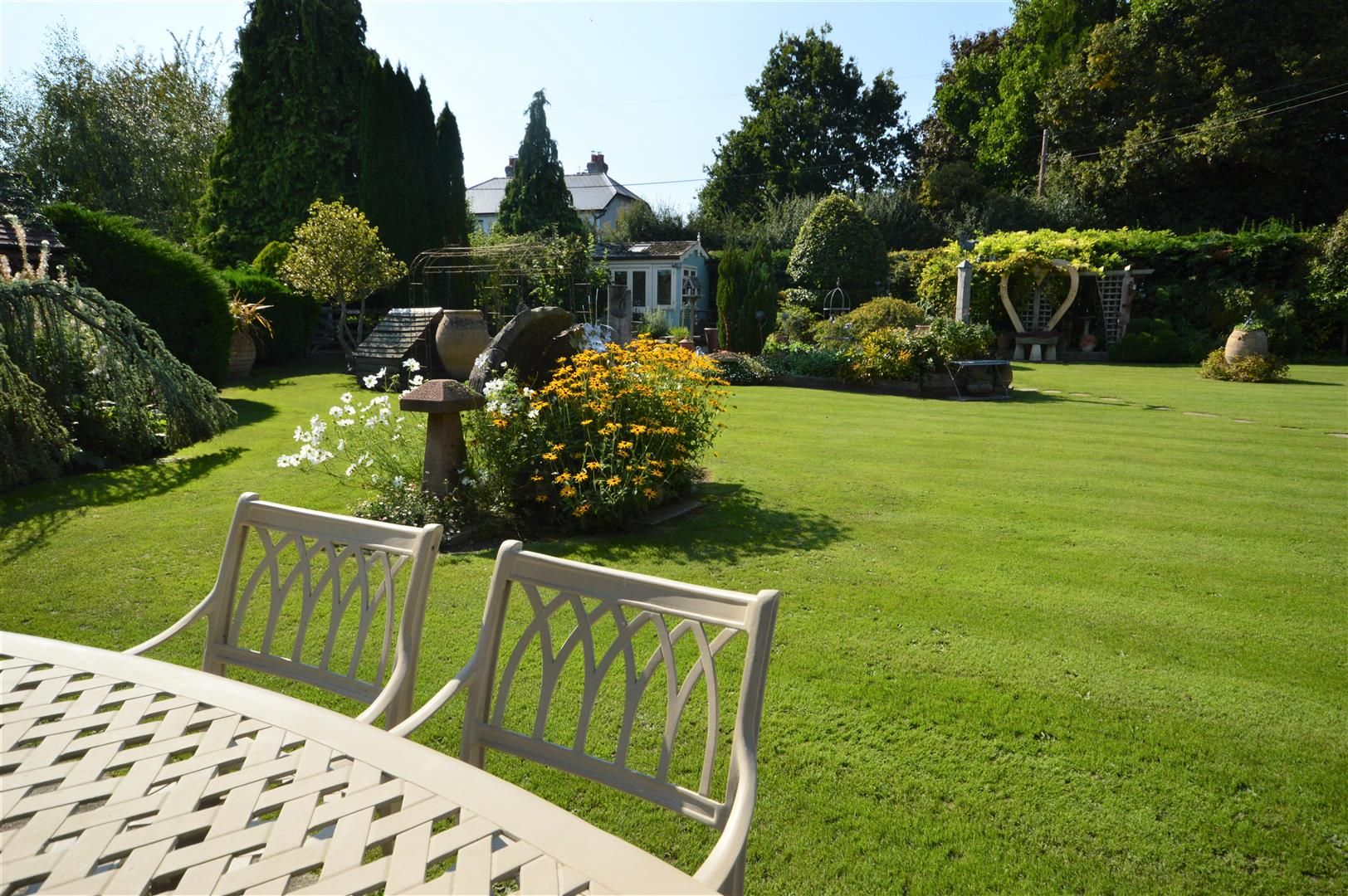 3 bed country house for sale in Kingsland 21