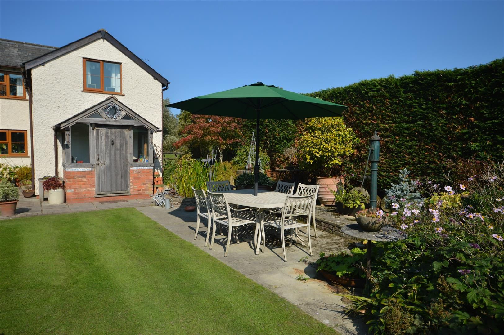 3 bed country house for sale in Kingsland 25