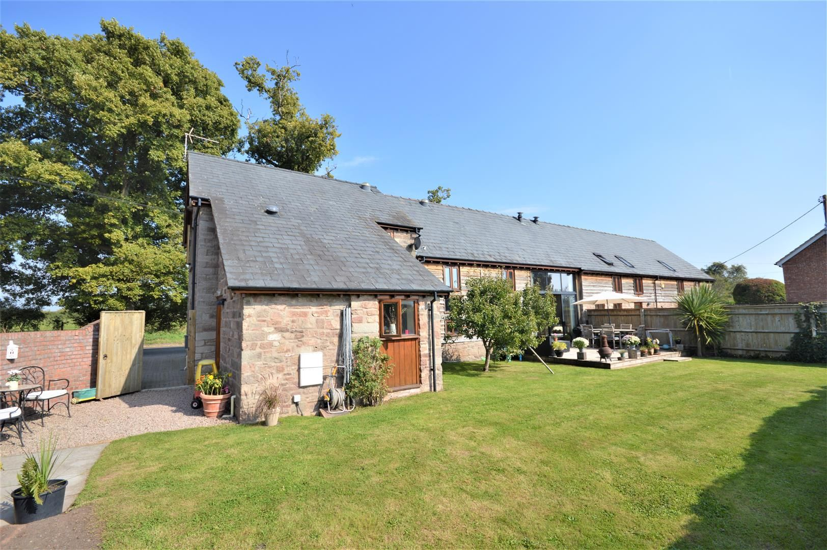 4 bed barn conversion for sale in Burghill, HR4