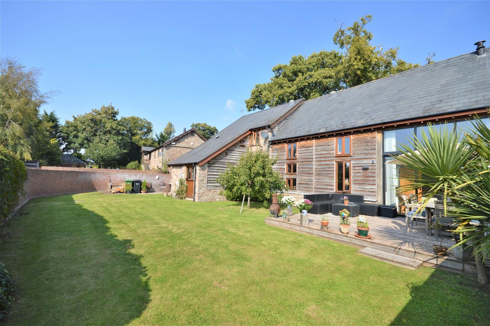 4 bed barn conversion for sale in Burghill 2