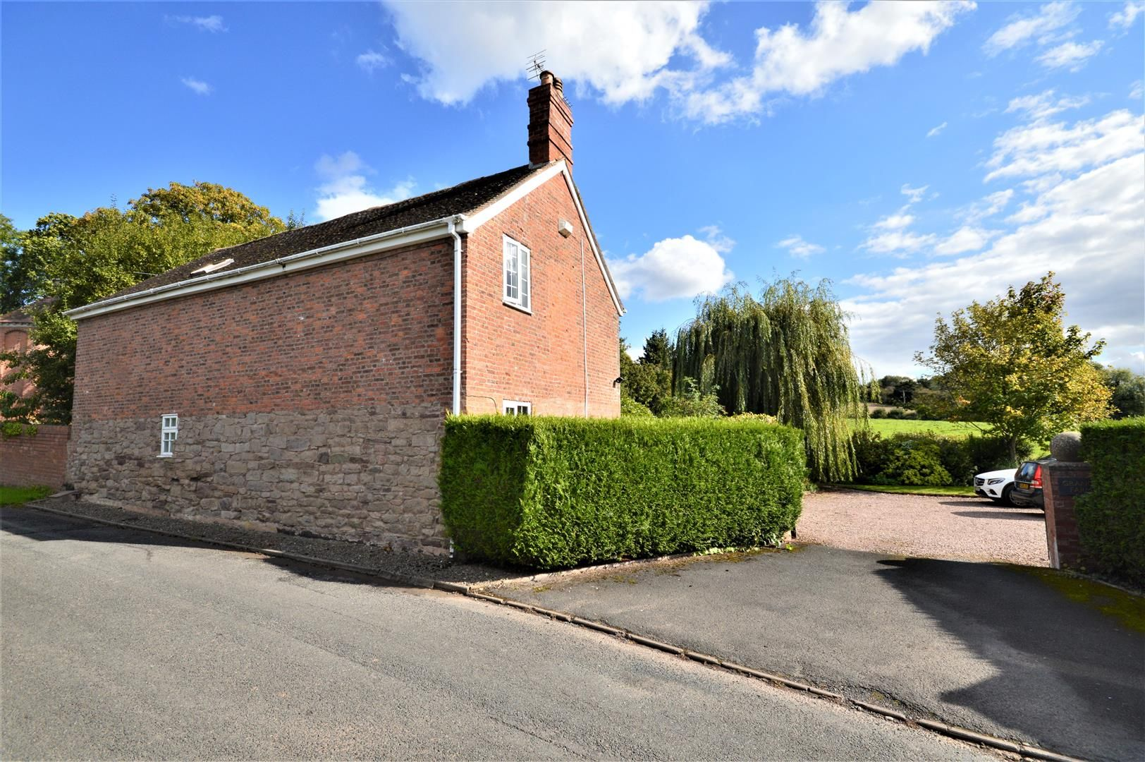 3 bed detached for sale in Burghill 20