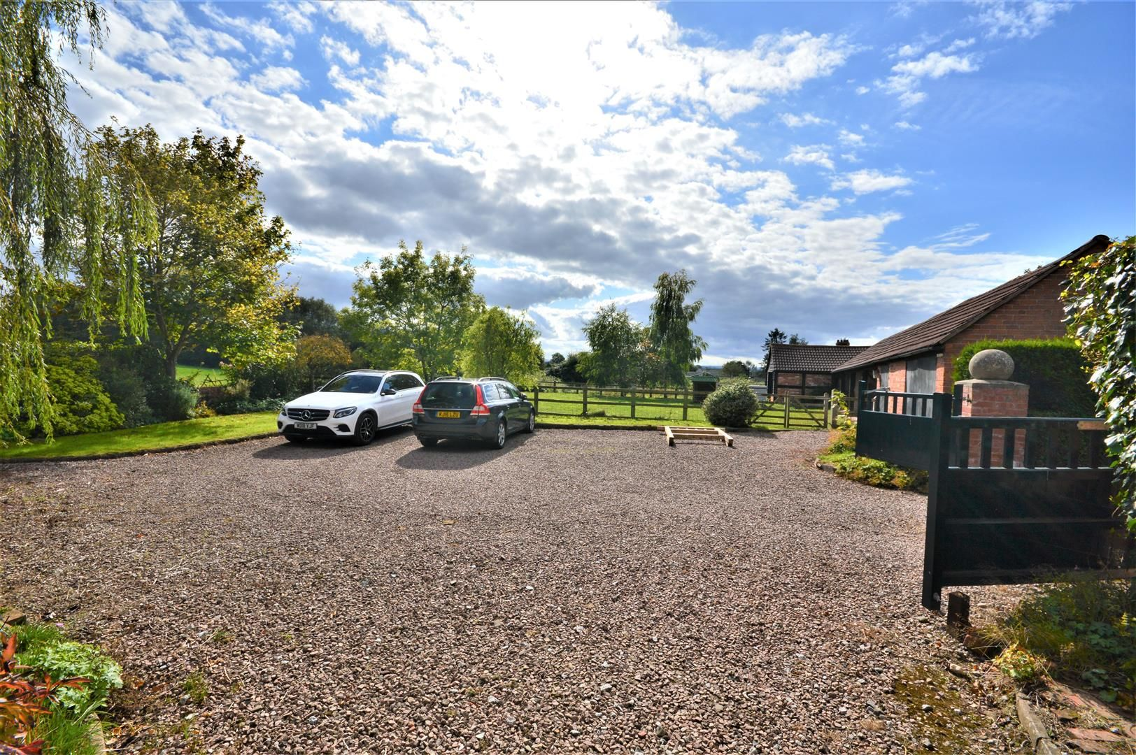 3 bed detached for sale in Burghill 22