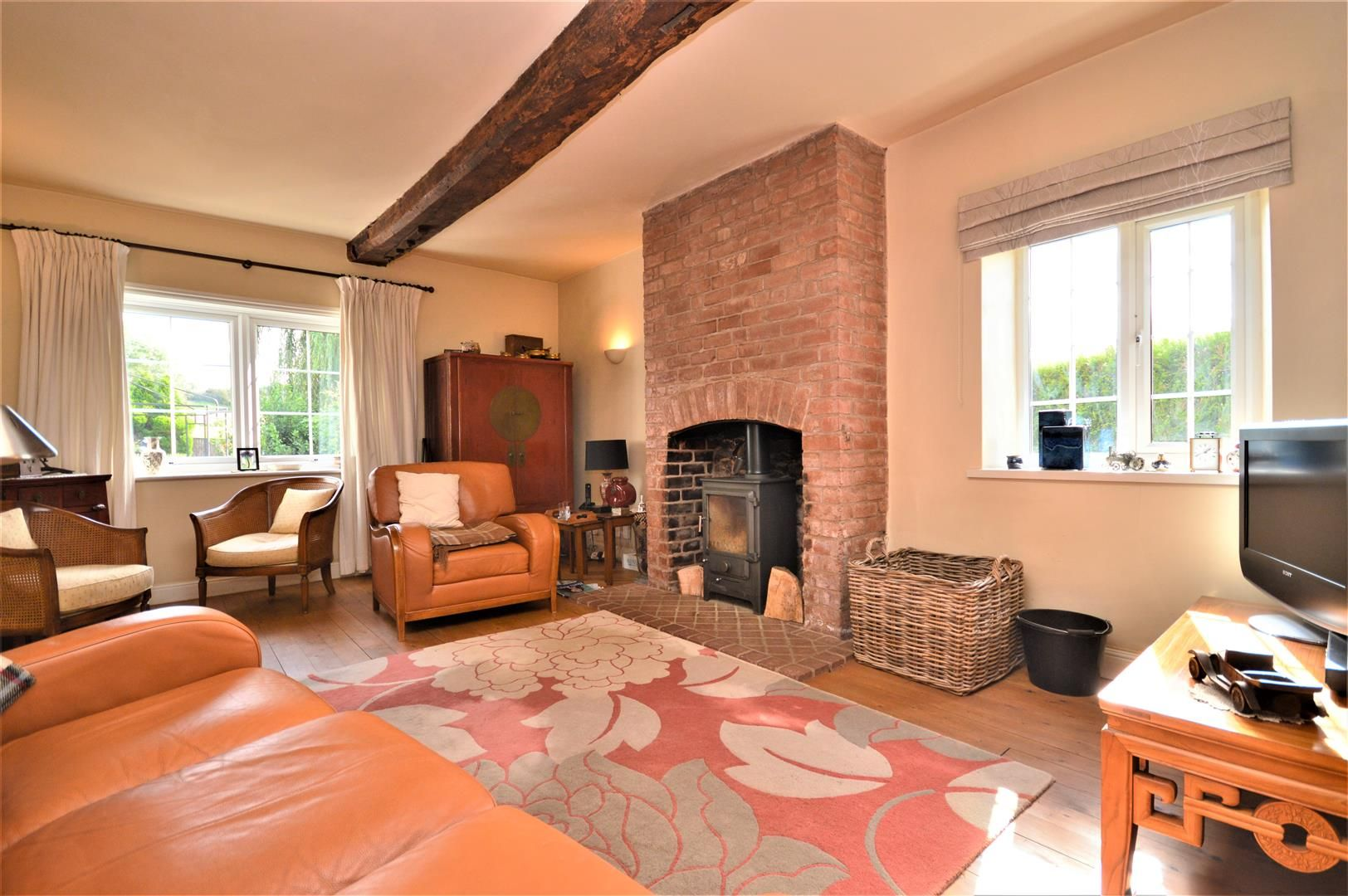 3 bed detached for sale in Burghill 6