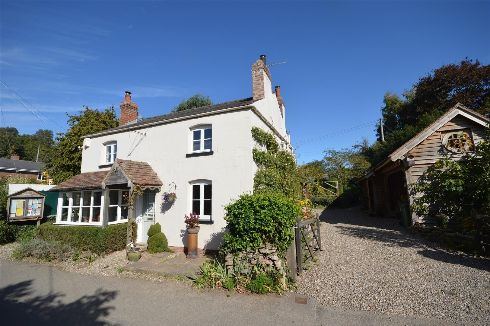 4 bed country house for sale in Stoke Prior 1