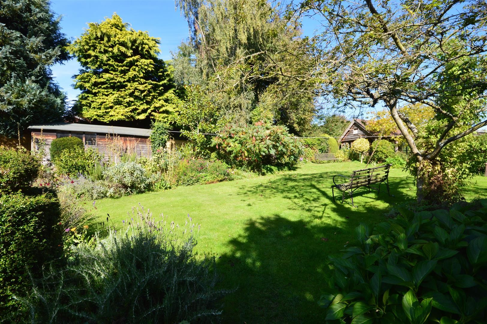 4 bed country house for sale in Stoke Prior 16