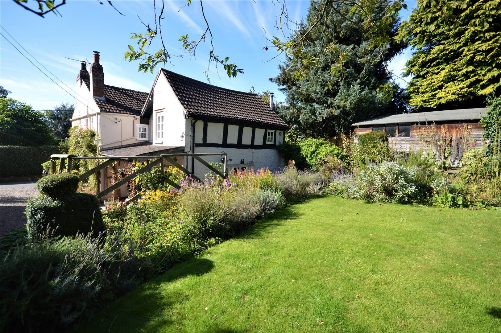 4 bed country house for sale in Stoke Prior 22