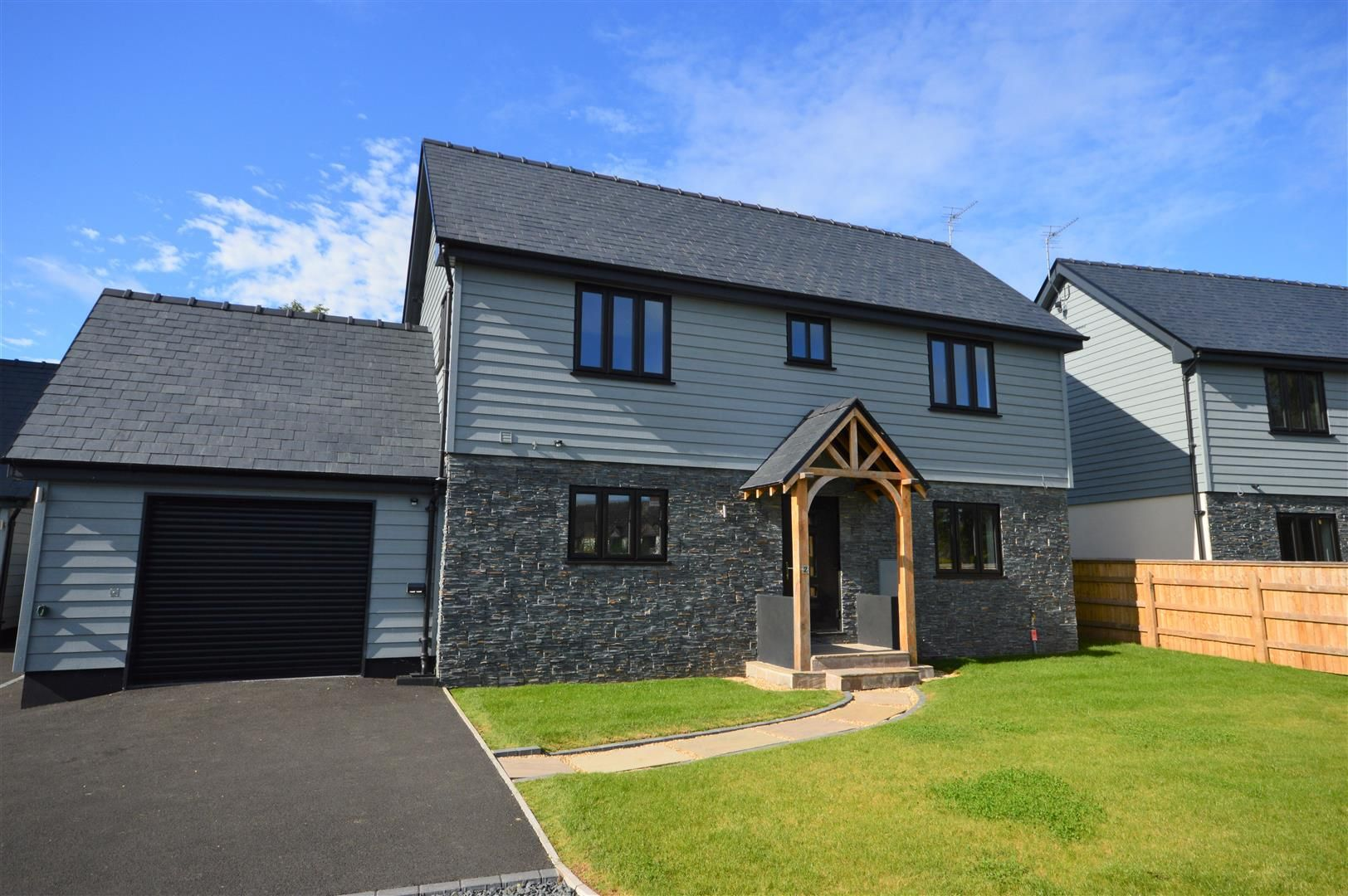 4 bed detached for sale in Brimfield 1
