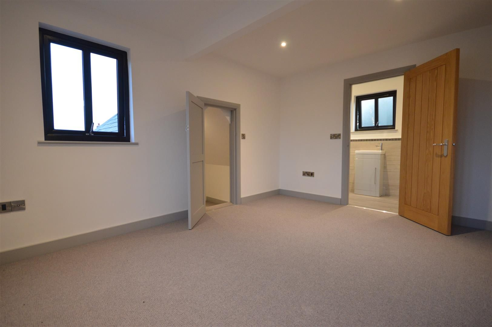 4 bed detached for sale in Brimfield 10