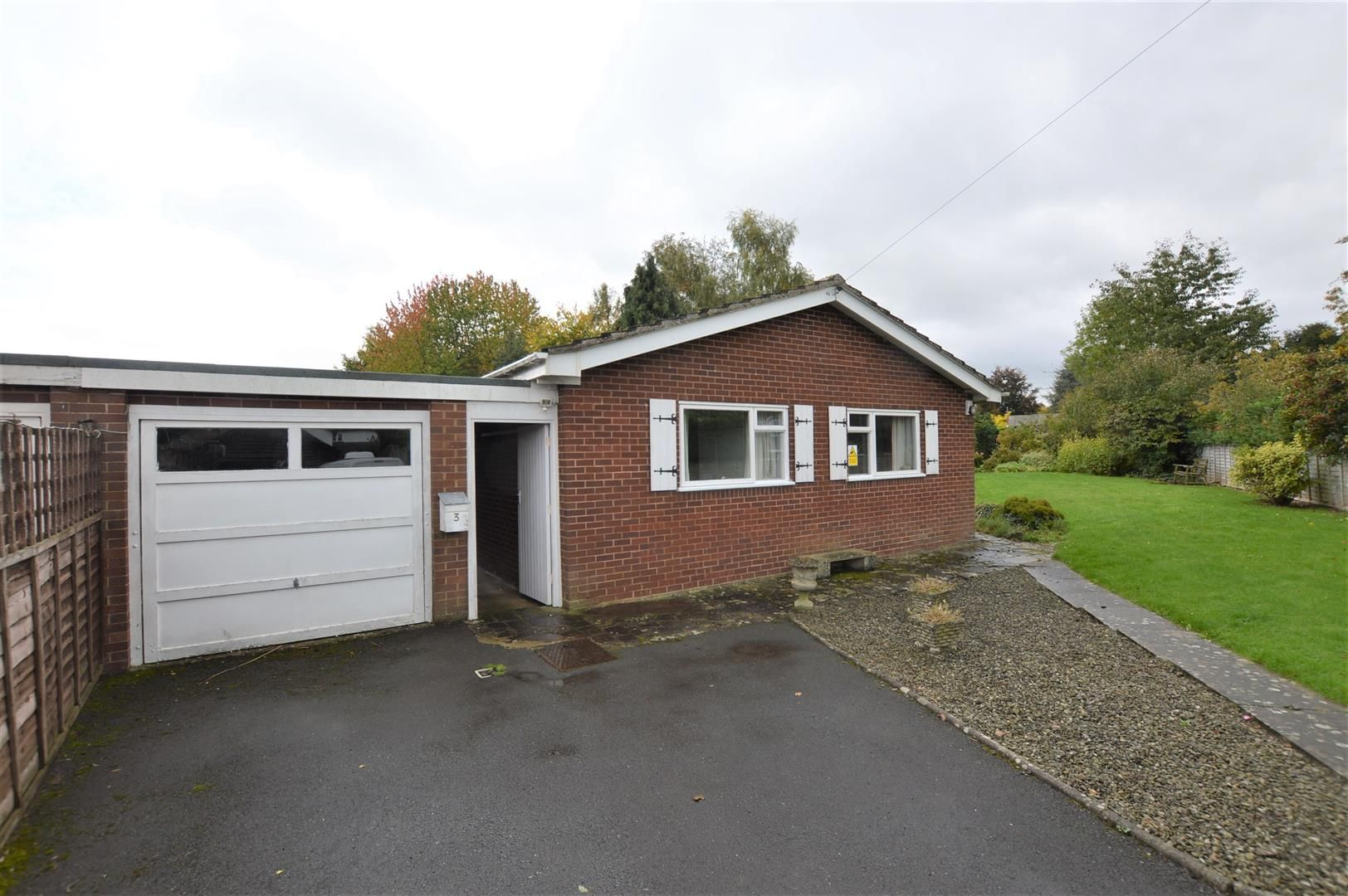 3 bed detached bungalow for sale in Dilwyn  - Property Image 1
