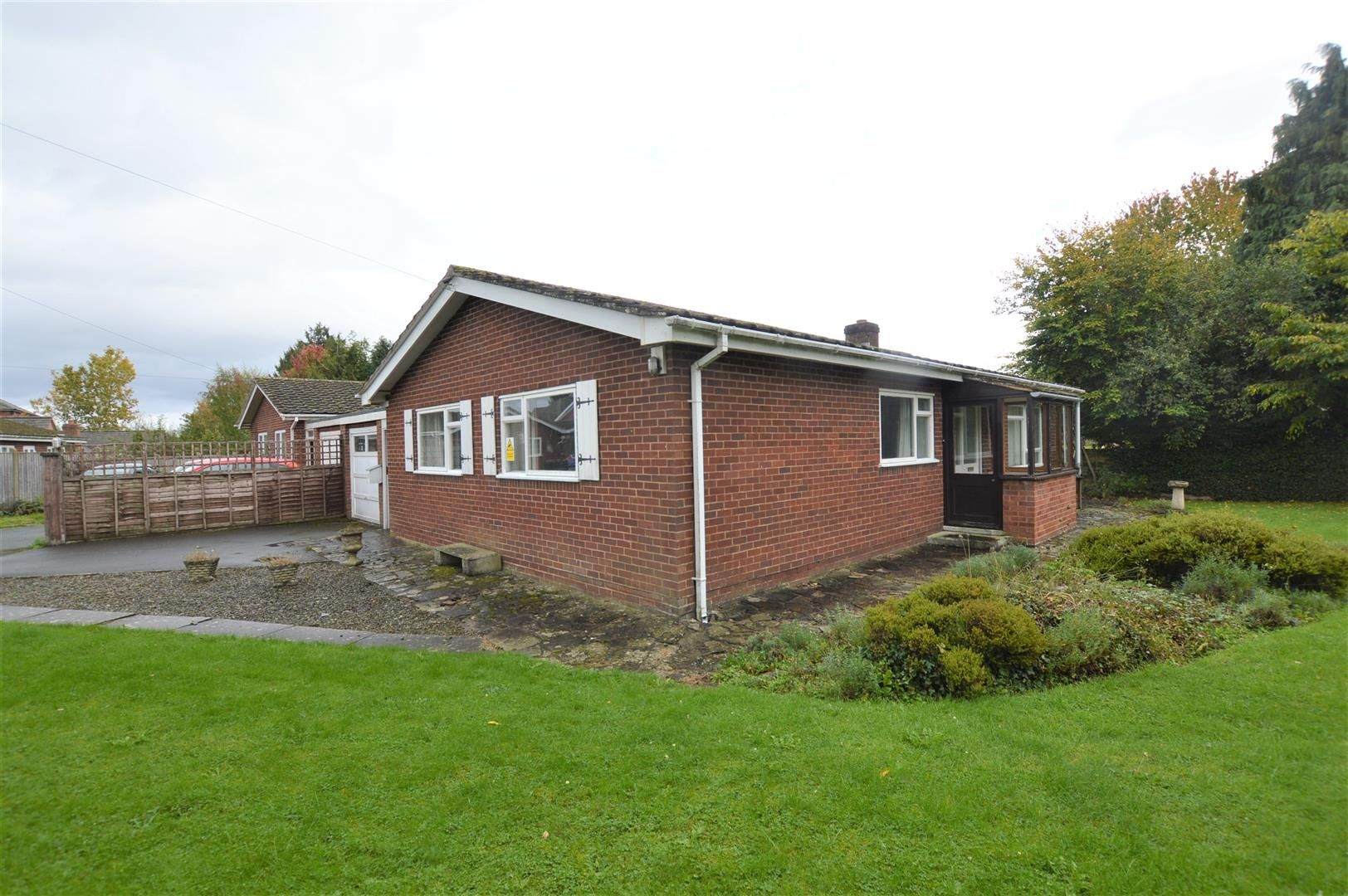3 bed detached bungalow for sale in Dilwyn 8