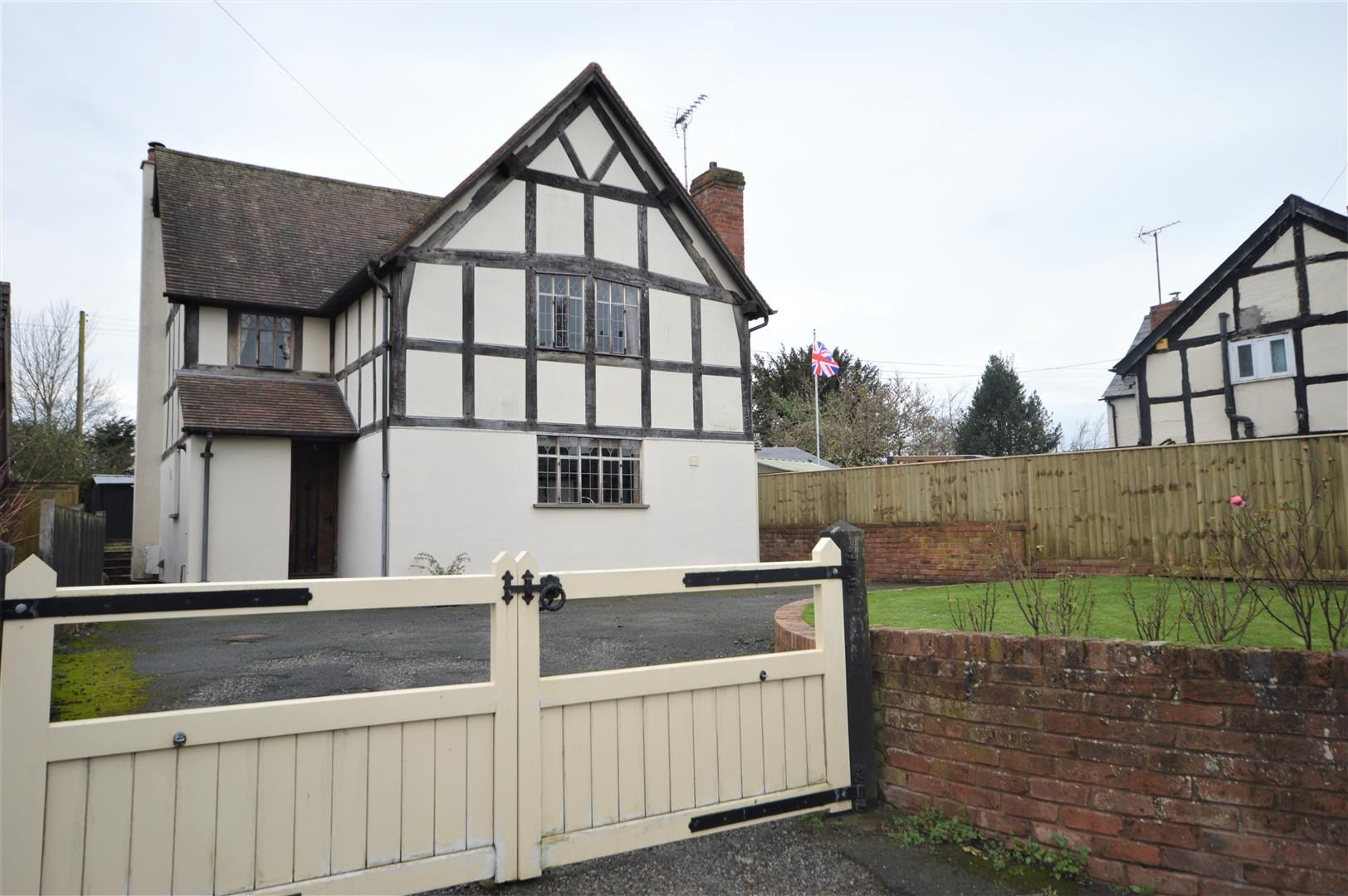3 bed detached for sale in Lyonshall, HR5
