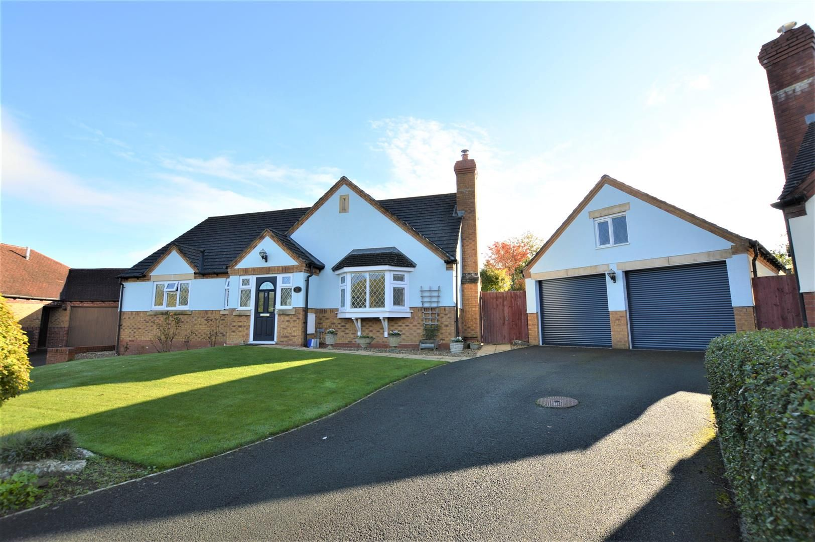 3 bed detached-bungalow for sale in Norton, LD8