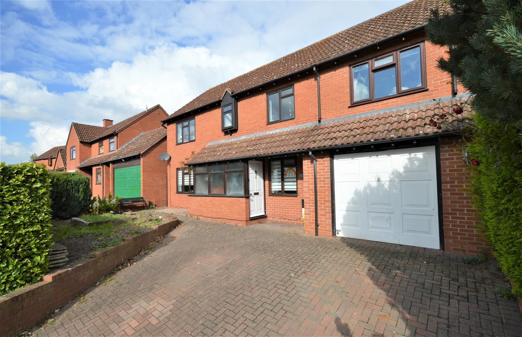 4 bed detached for sale, HR1