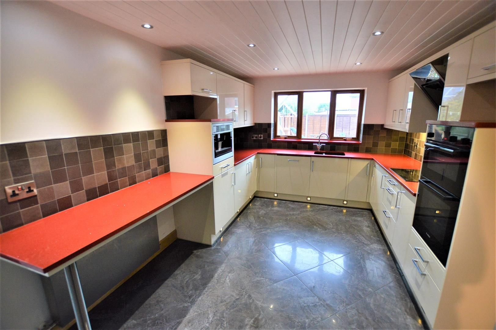 5 bed detached for sale in Leominster 2