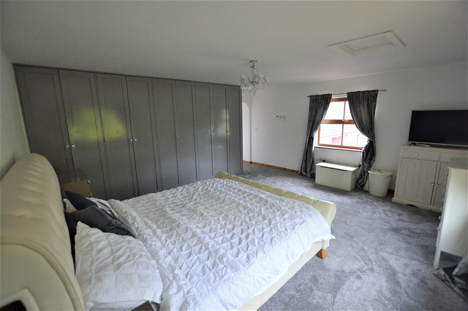 5 bed detached for sale in Leominster 6