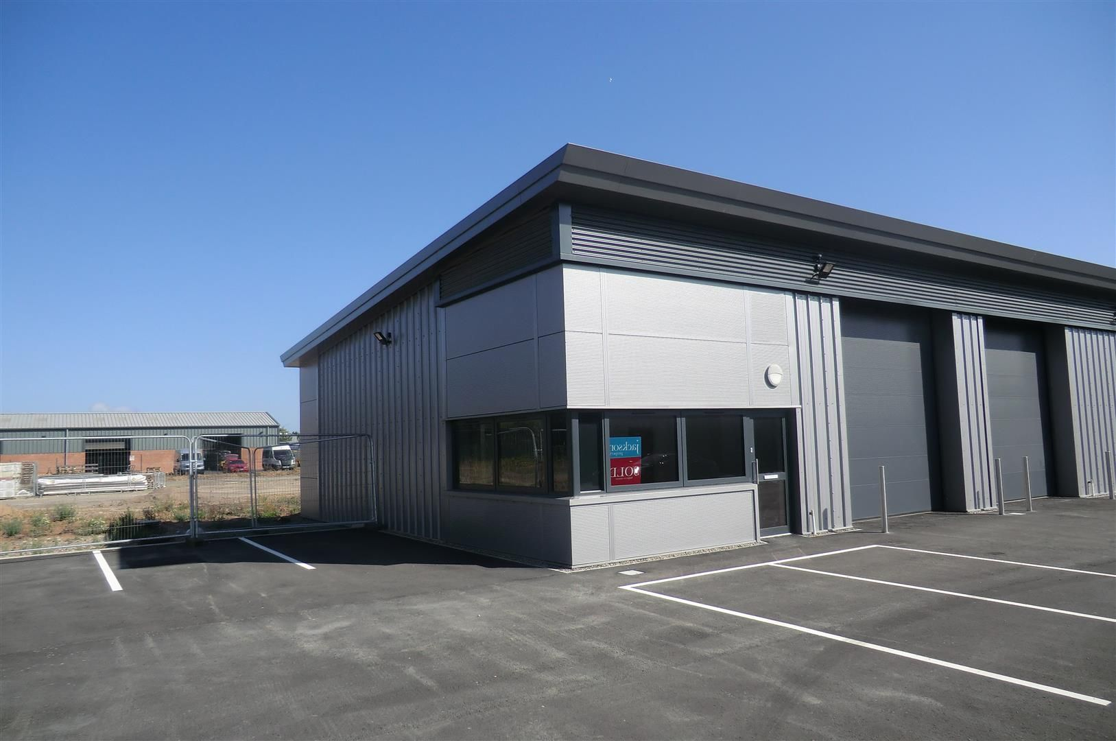 Warehouse to rent in Rotherwas 1