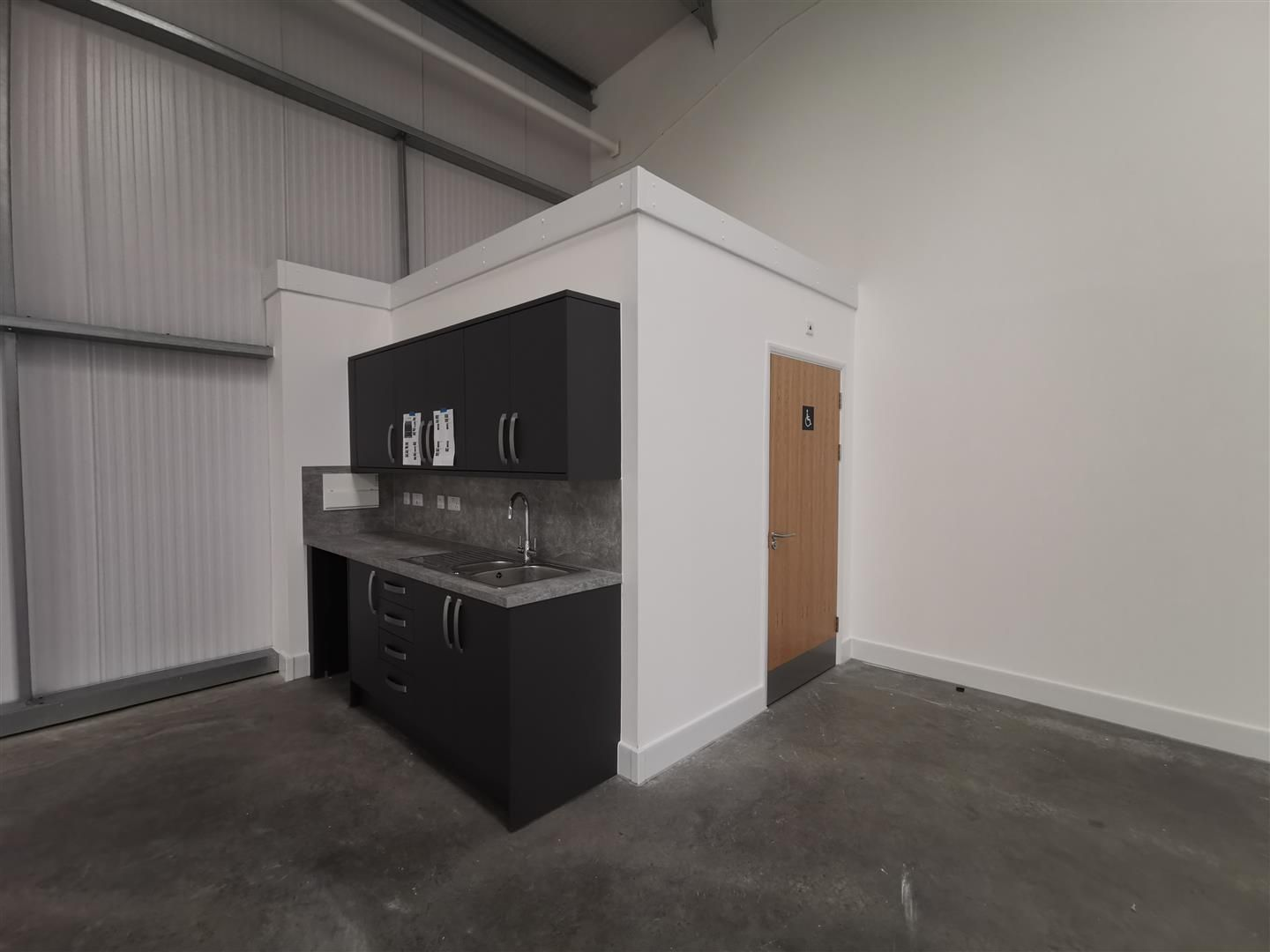 Warehouse to rent in Rotherwas 2