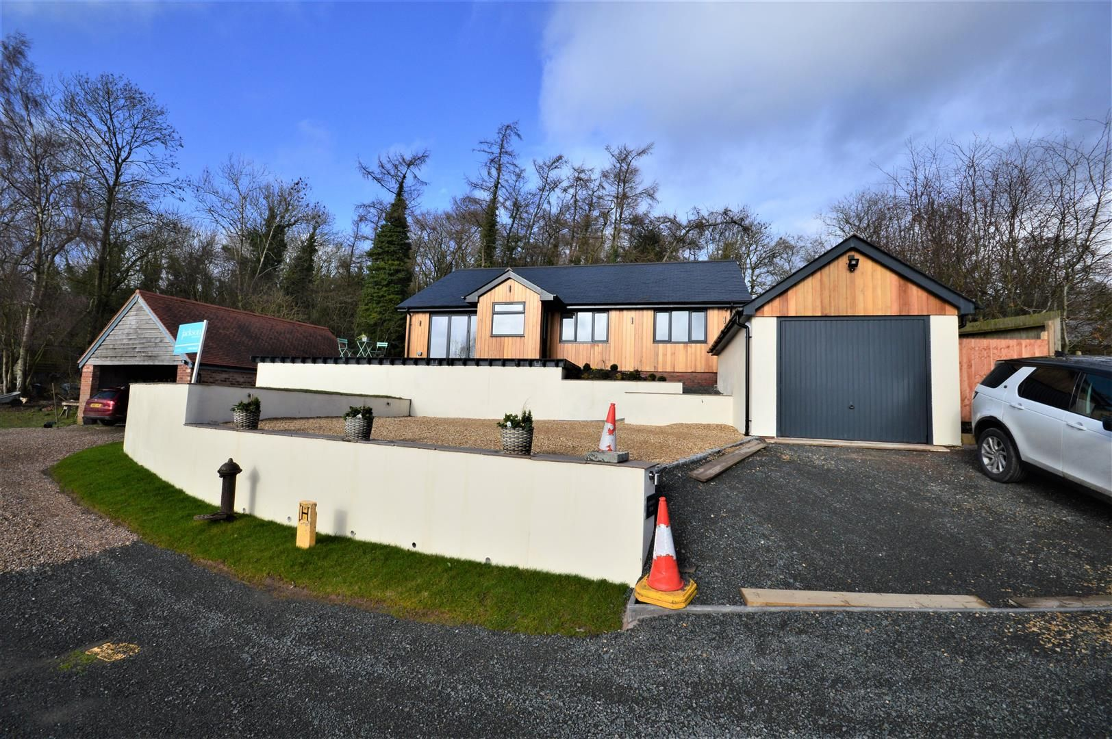 3 bed detached bungalow for sale in Shucknall Hill, HR1