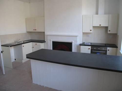 2 bed flat to rent in High Street, HR6