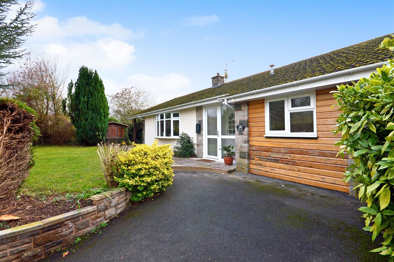 3 bed detached bungalow for sale in Burghill - Property Image 1