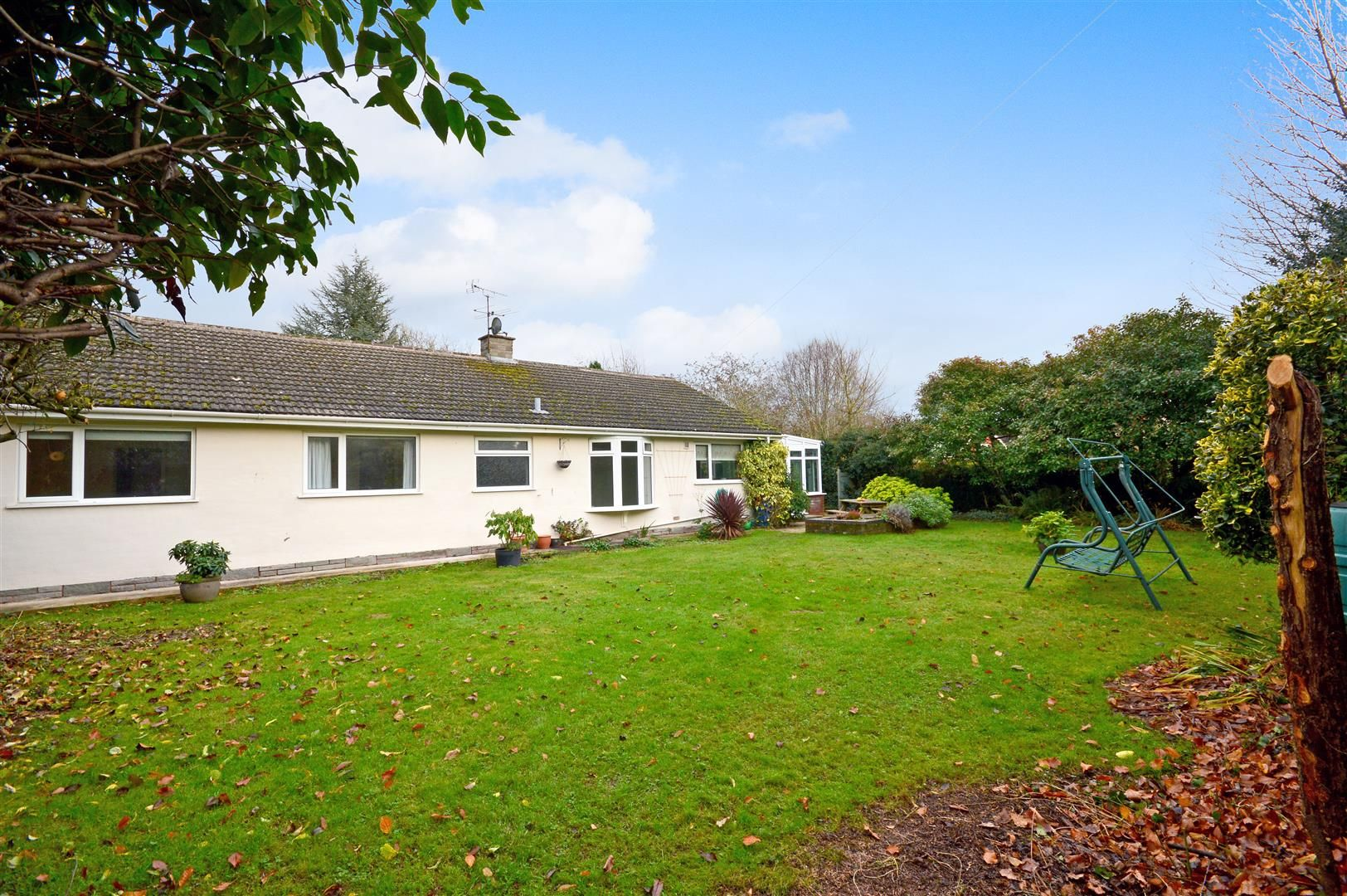 3 bed detached bungalow for sale in Burghill 12