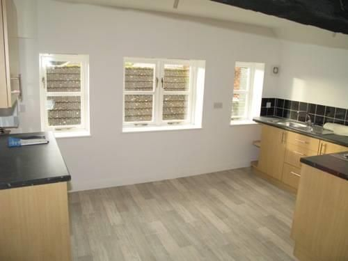 2 bed flat to rent, HR6