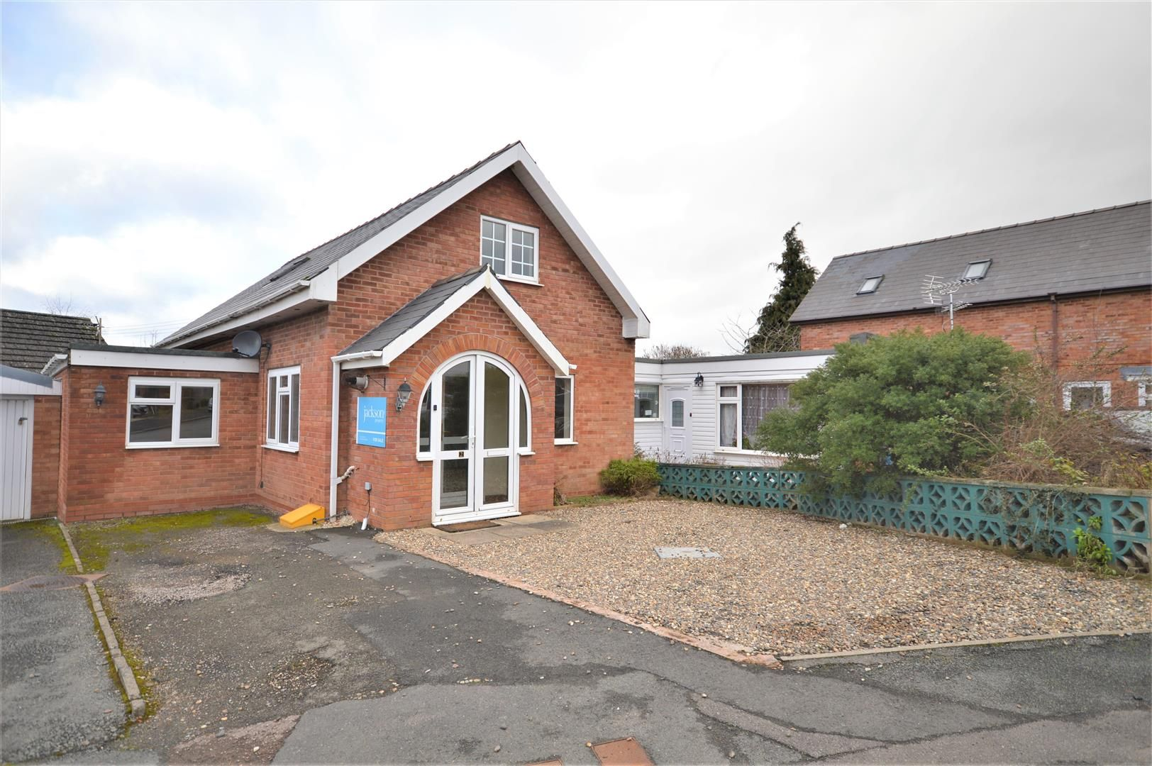 4 bed detached bungalow for sale in Marden, HR1