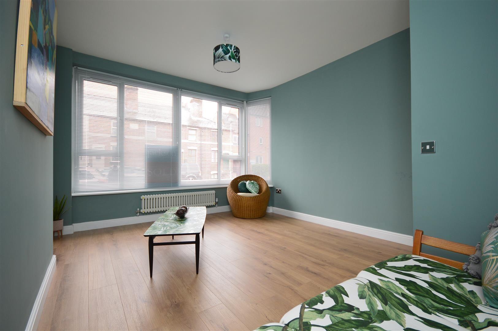 2 bed duplex for sale, HR1