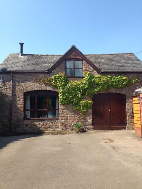 2 bed coach house to rent in Fownhope 1