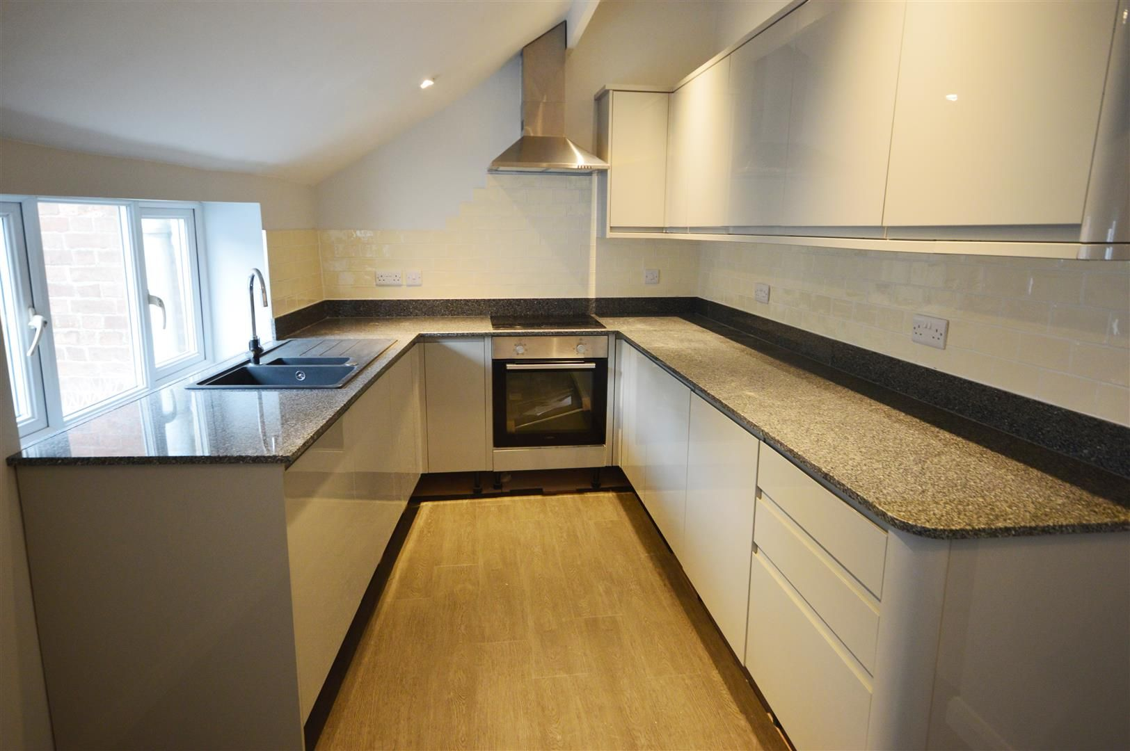 2 bed flat to rent in Leominster, HR6