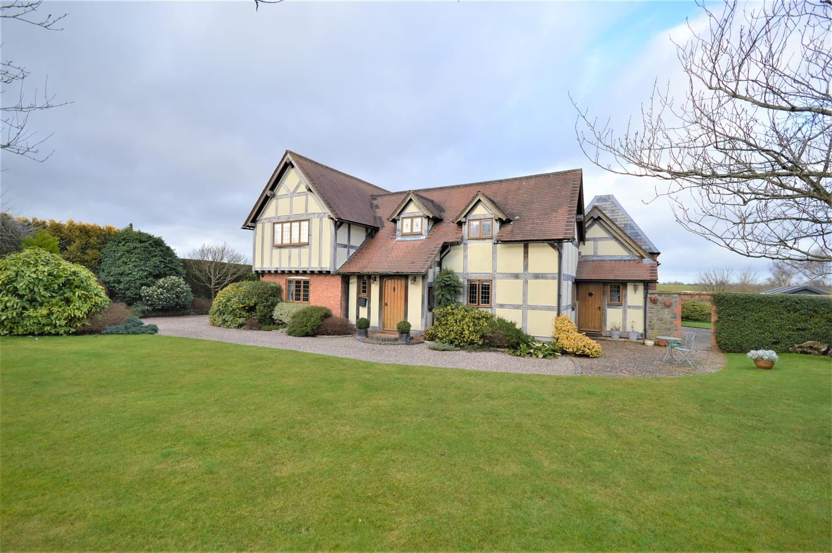 4 bed detached for sale in Marden, HR1