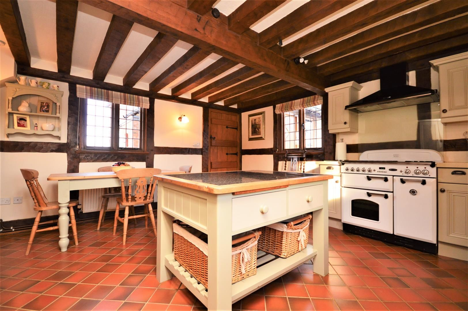 4 bed detached for sale in Marden 33