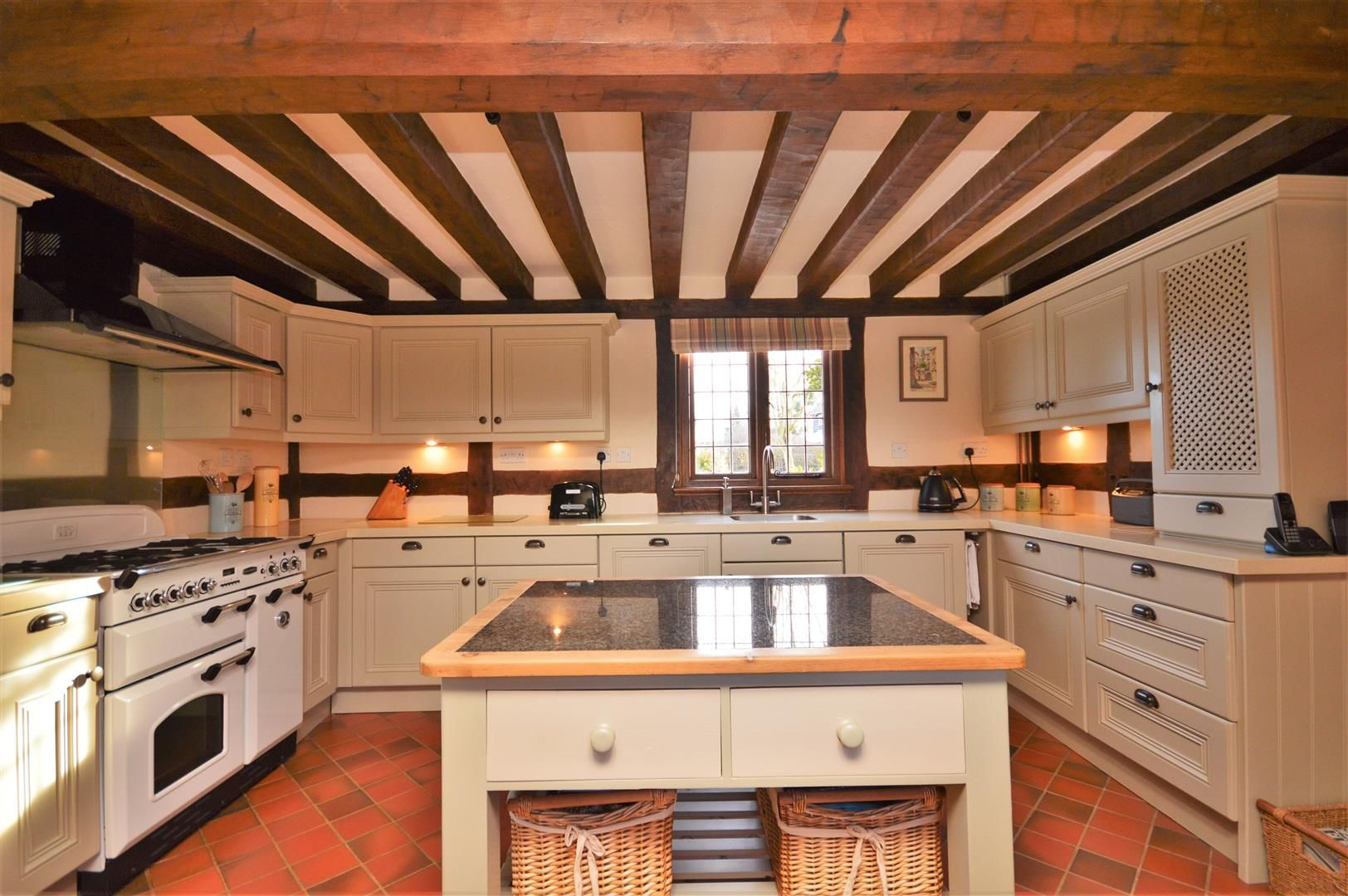 4 bed detached for sale in Marden 34