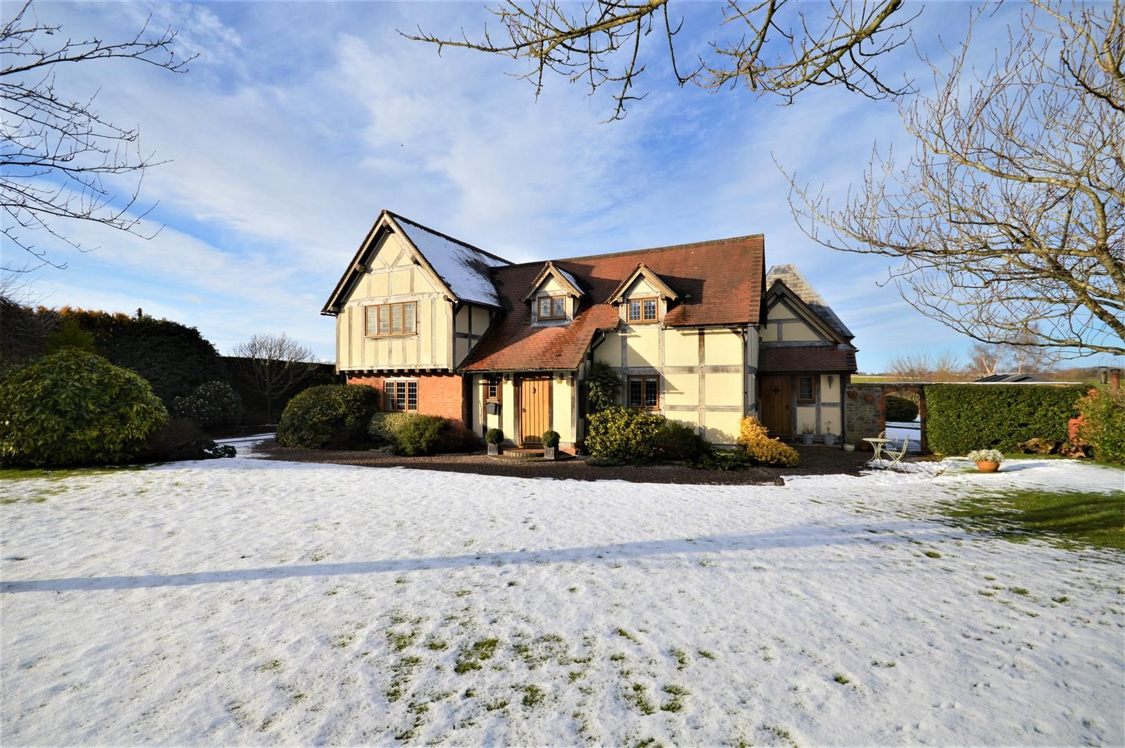 4 bed detached for sale in Marden 37