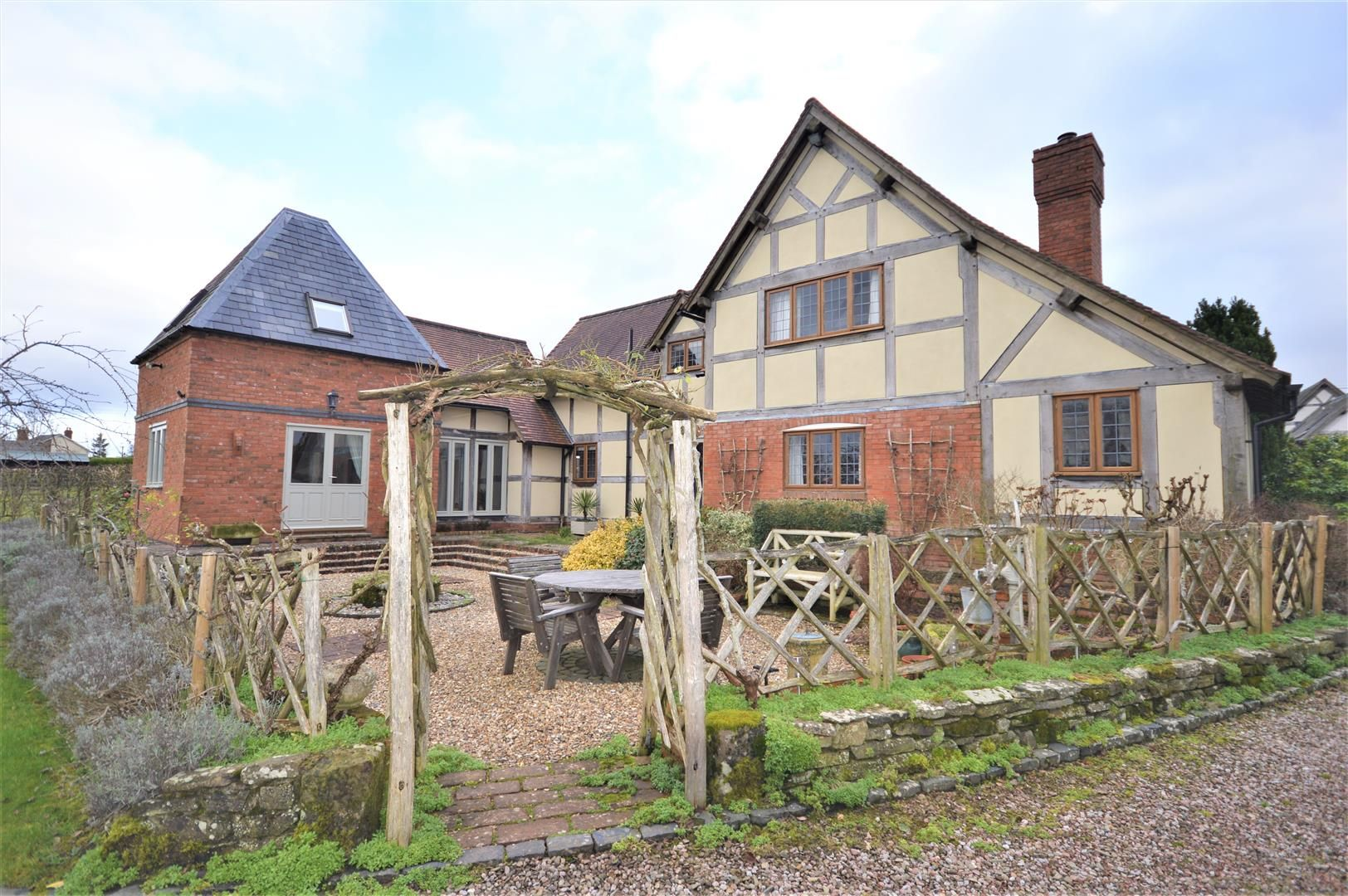 4 bed detached for sale in Marden 38