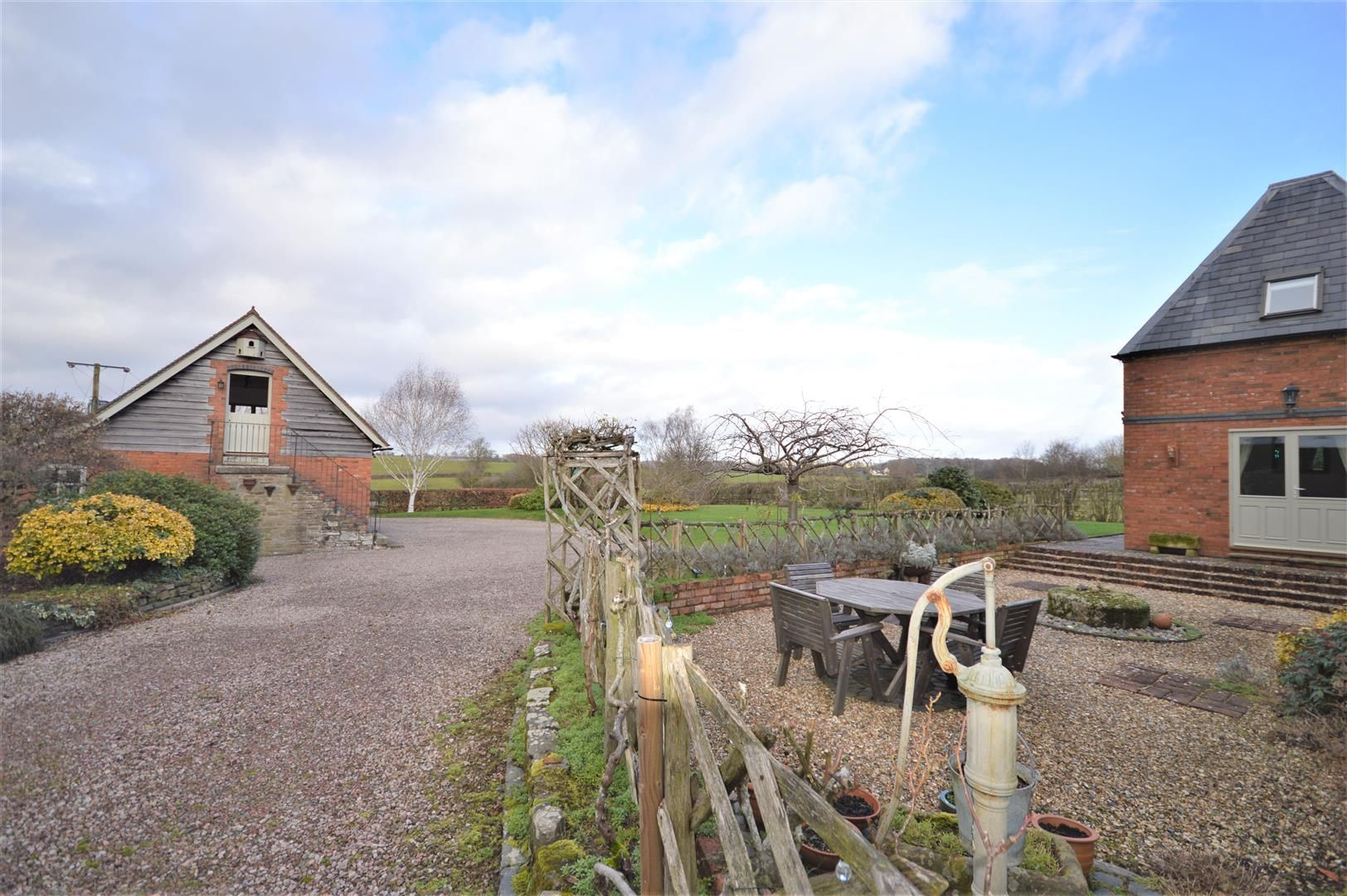 4 bed detached for sale in Marden 10