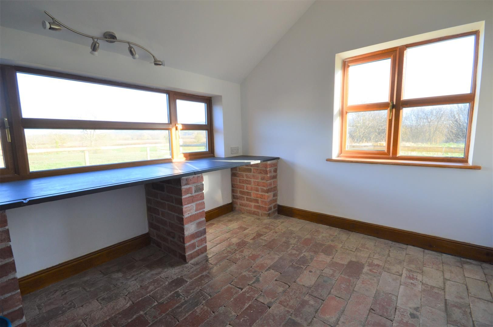 3 bed detached to rent in Preston-On-Wye 6