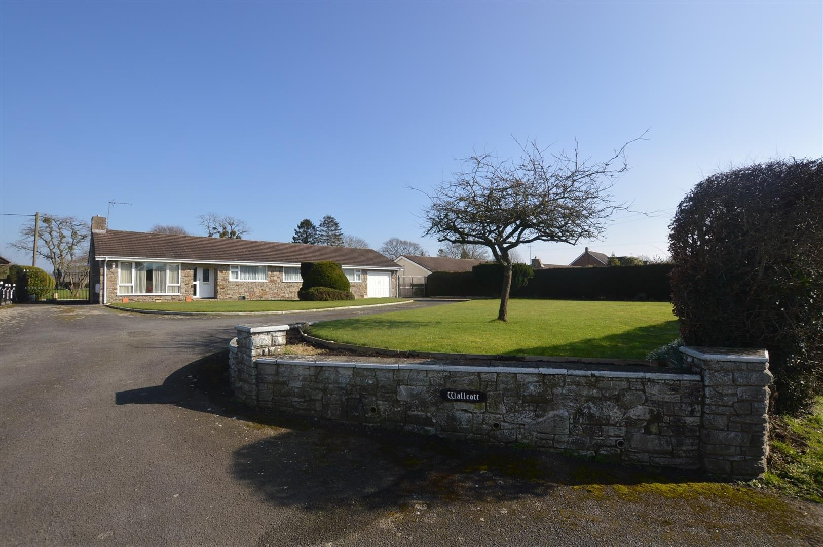 4 bed detached bungalow for sale in Kingsland, HR6