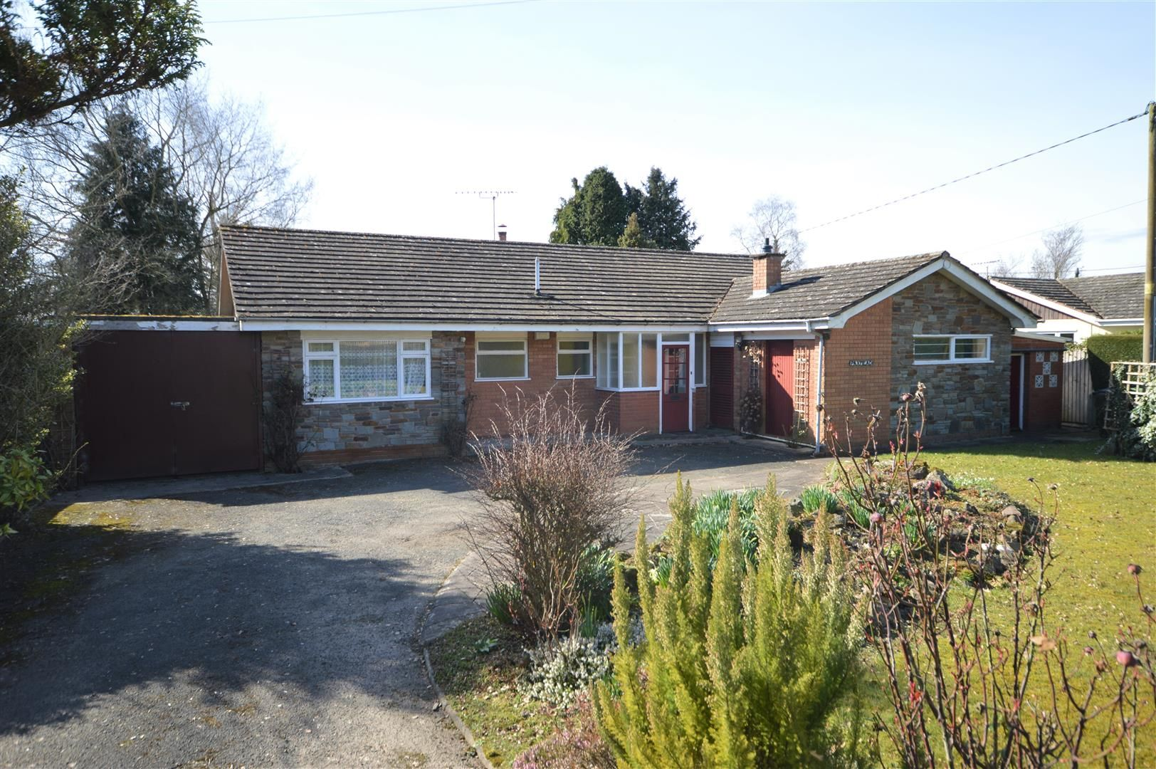 3 bed detached bungalow for sale in Kingsland, HR6