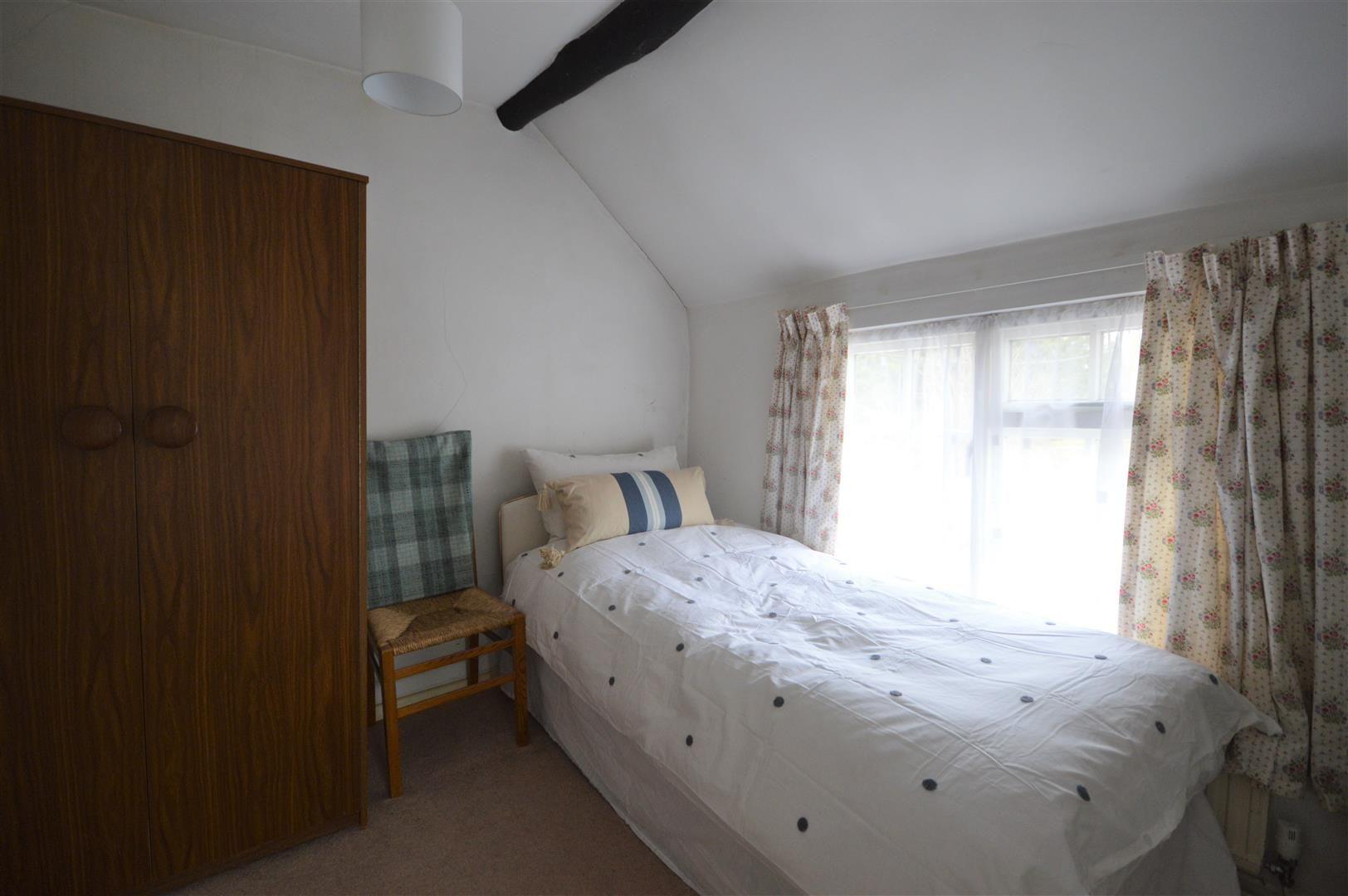 3 bed detached for sale in Kingsland 9
