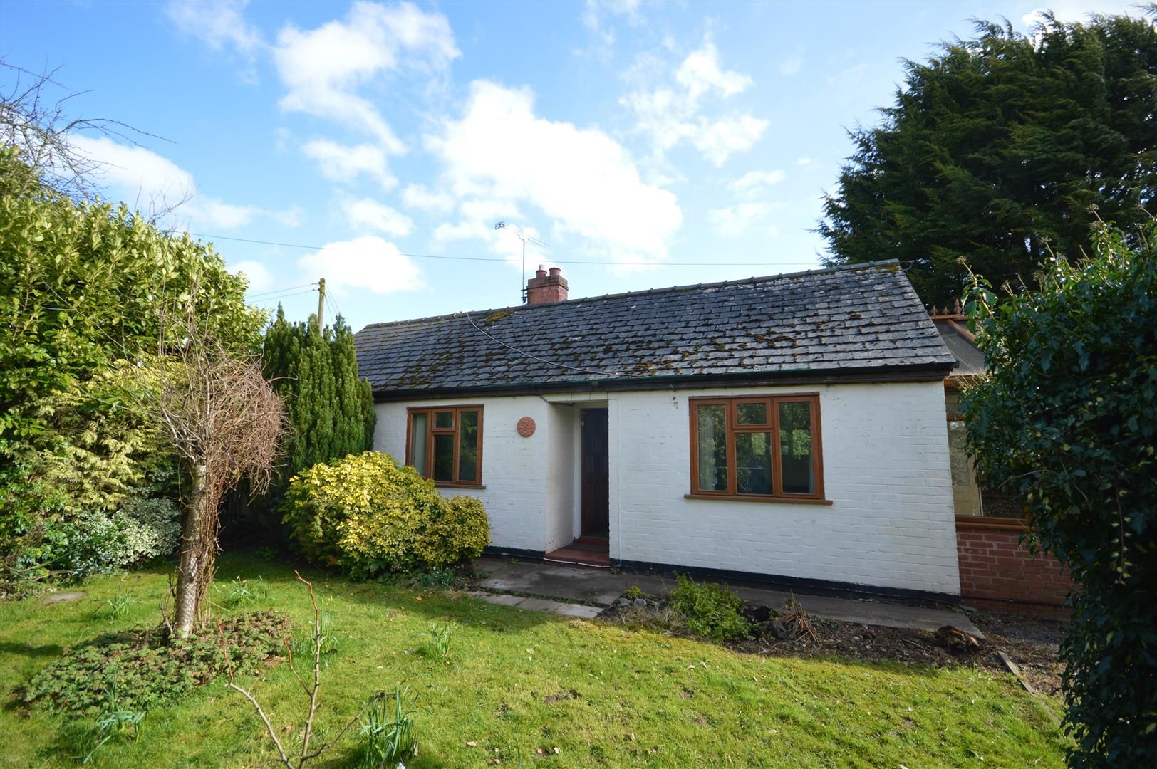2 bed detached bungalow for sale in Leysters, HR6